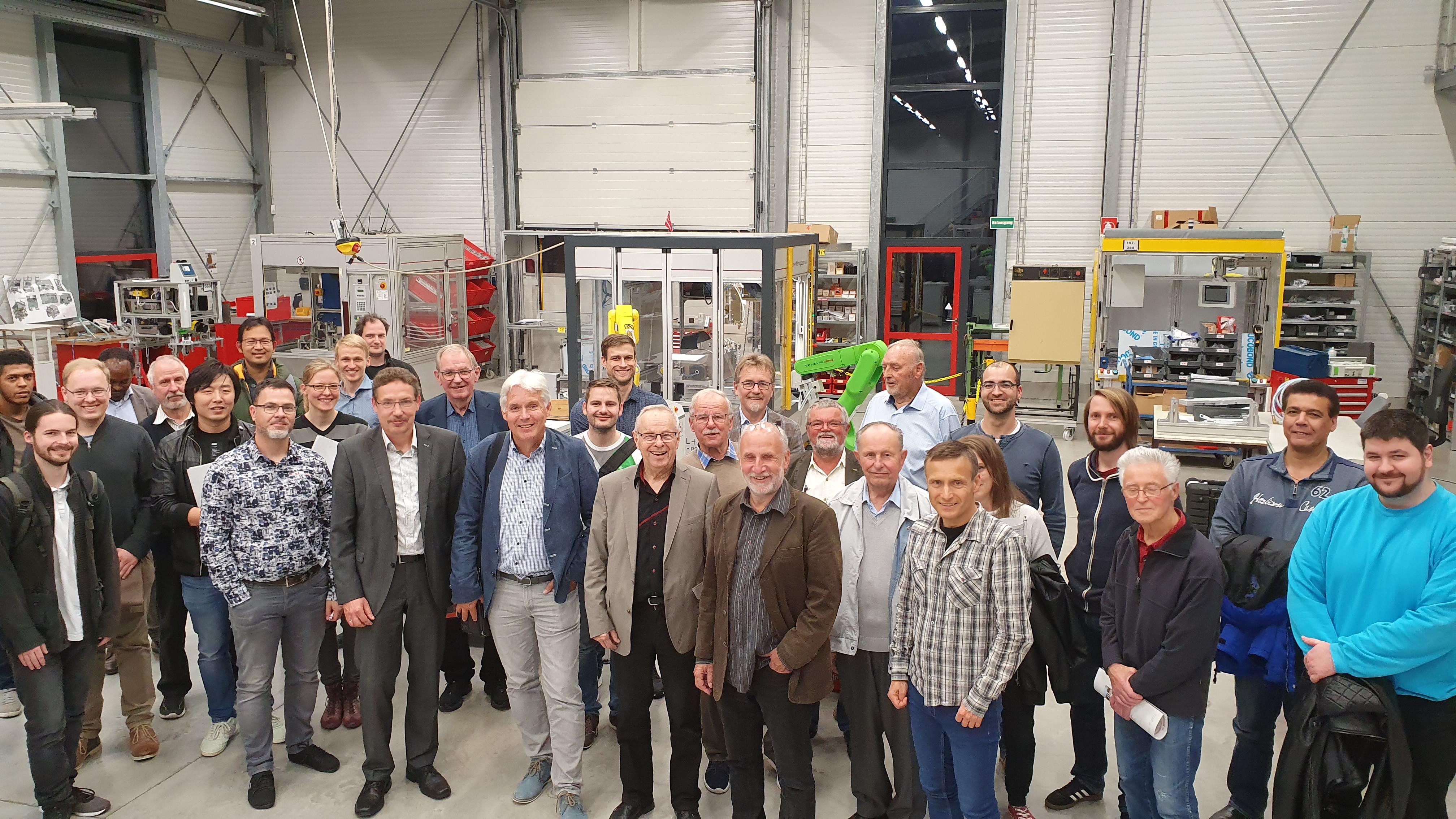 Betriebsbesichtigung der TAB-Forschergruppe SONARO und des Carl Zeiss Projektes E4SM bei der Ilmenauer Robotikfirma Henkel & Roth, wo der kollaborative Fertigungsroboter MR 3.0 präsentiert wurde